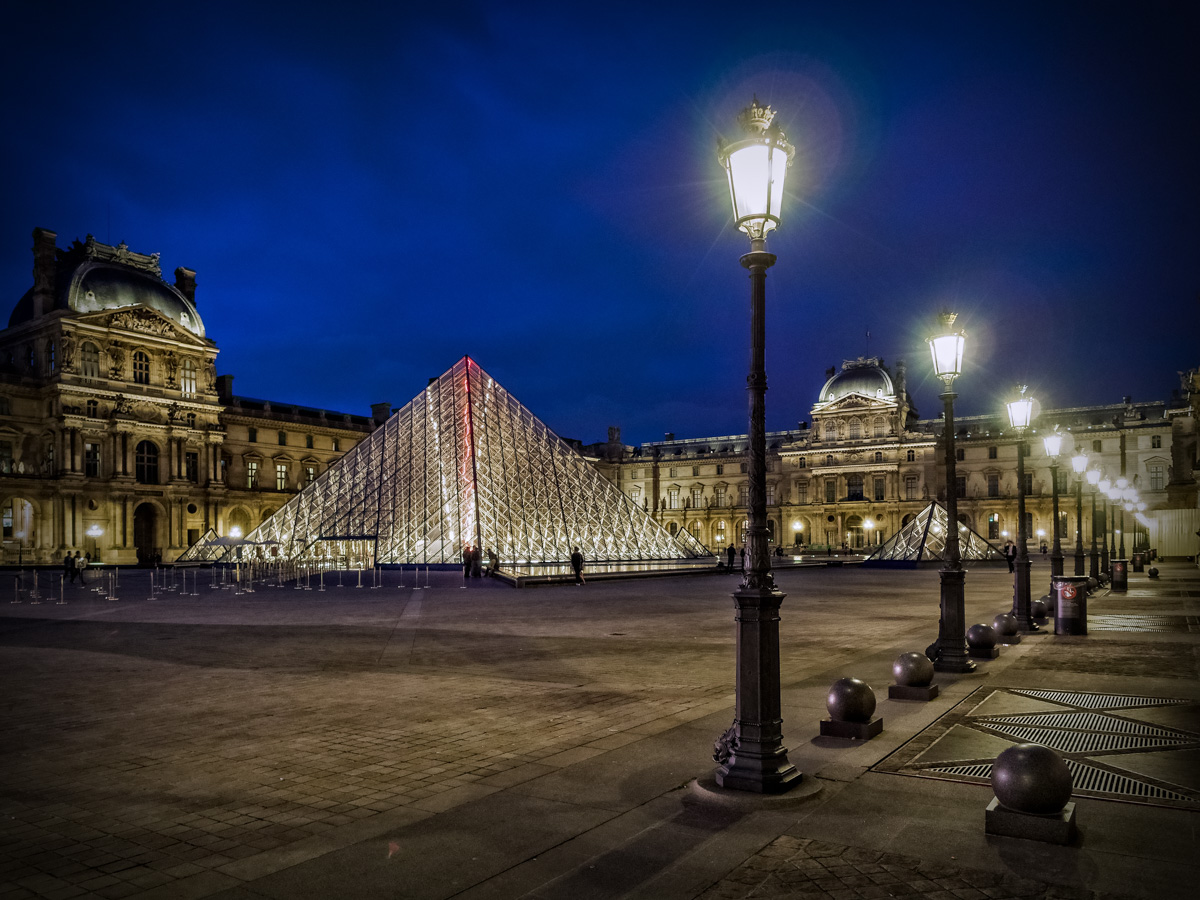 The Louvre, Paris. Shot with Olympus OM-D E-M1, 12mm f2 @ f2.8, ISO 640, 1/10sec handheld.